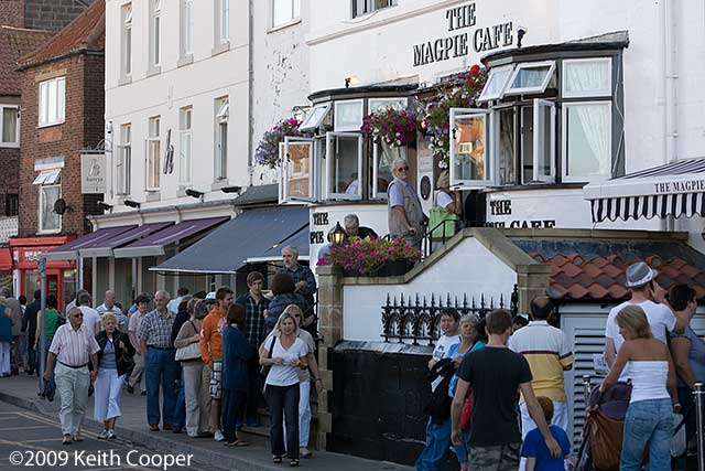 queue at magpie cafe in whitby