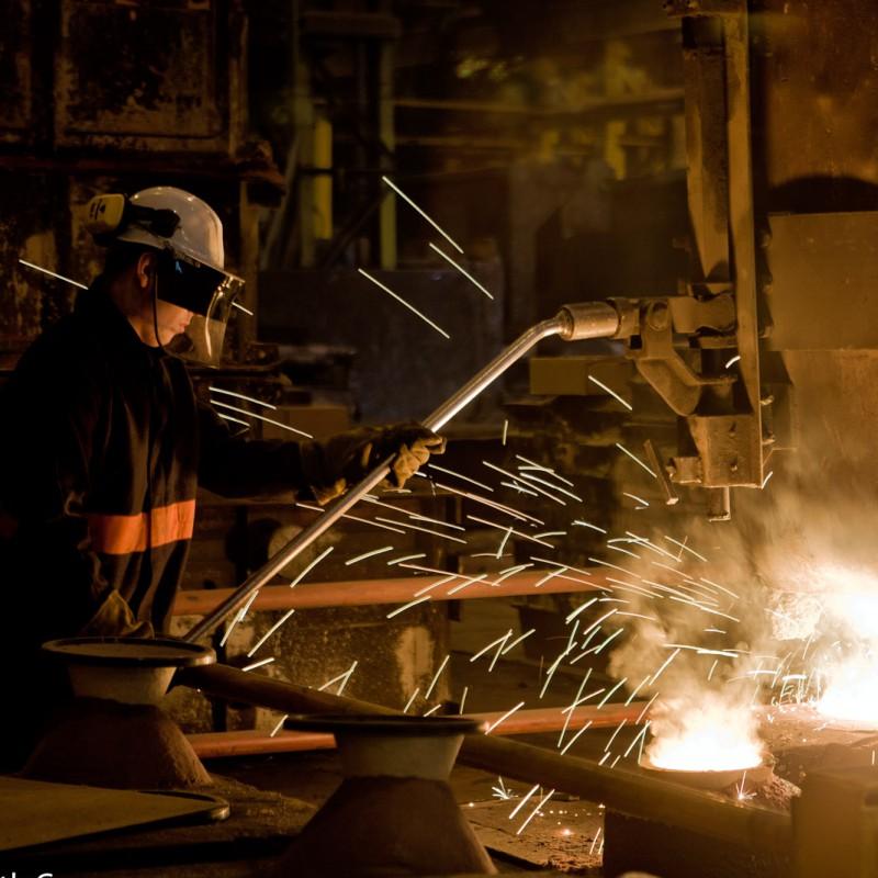 Casting molten steel