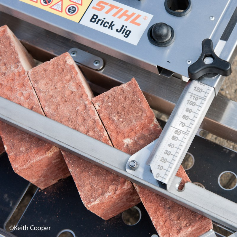 Brick cutting jig