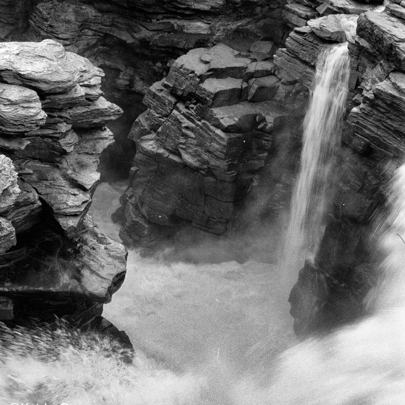 Canada falls 2