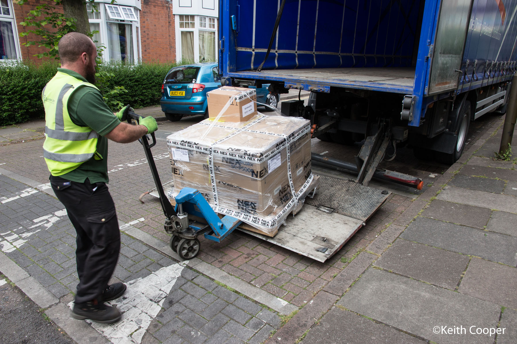 delivery of Epson P5000