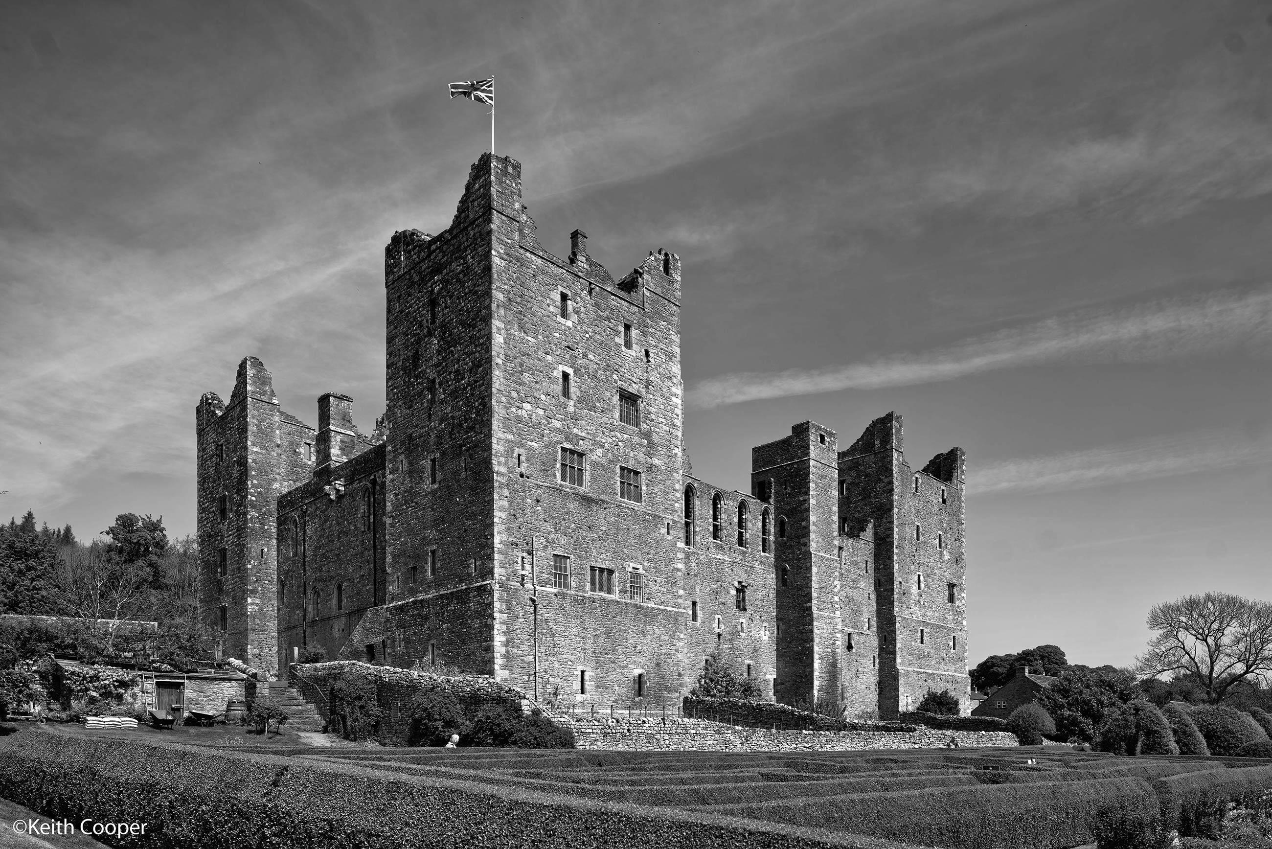 bolton-castle-bw