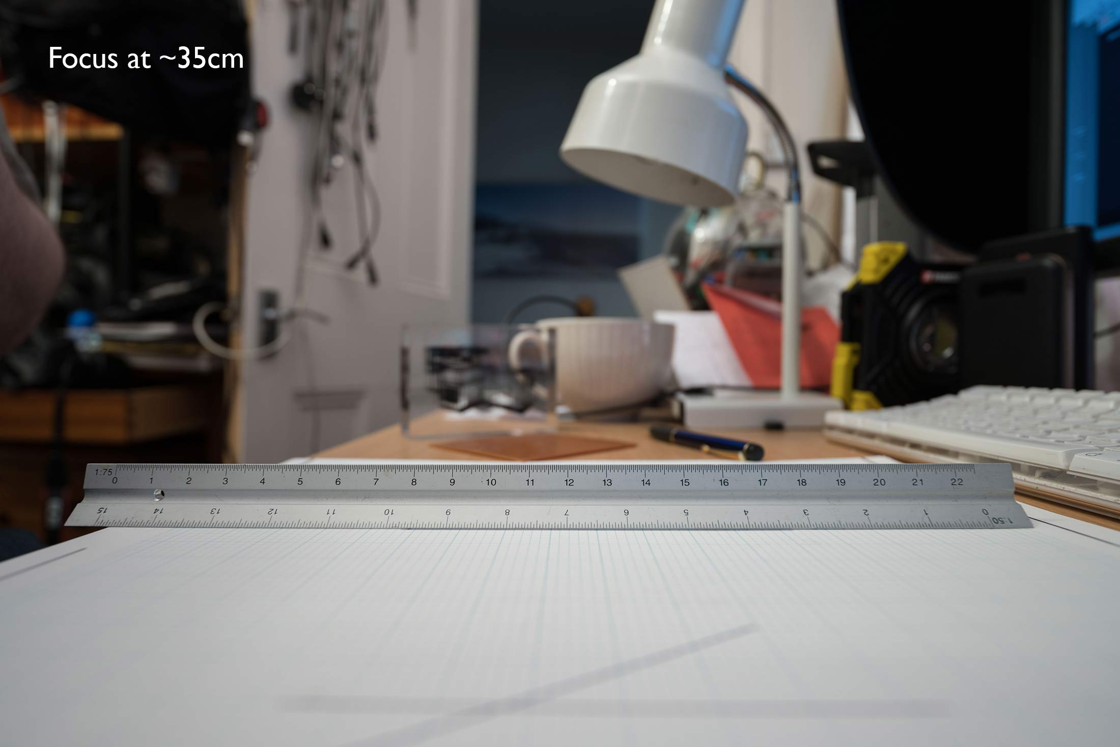 35cm-focus-at-f4